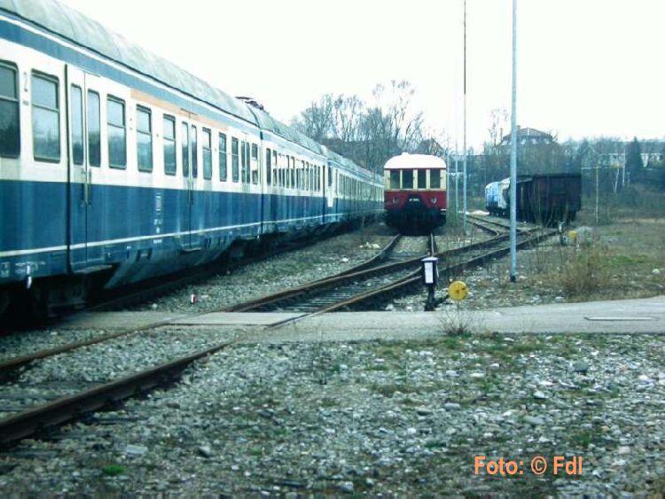 http://www.wehratalbahn.de/DSO/427u425019Hl92.jpg